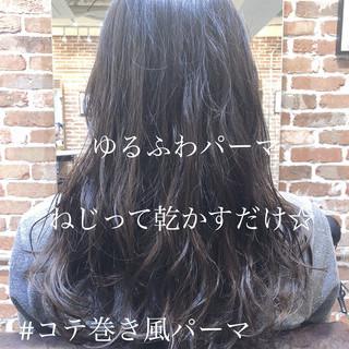ナチュラル ロング グレージュ 暗髪 ヘアスタイルや髪型の写真・画像 ヘアスタイルや髪型の写真・画像