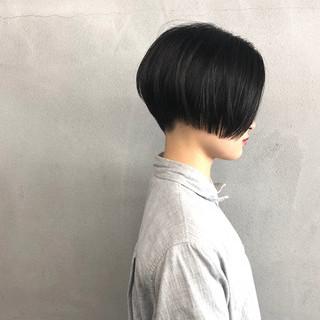 ブルーブラック 前下がりショート ショート ショートヘア ヘアスタイルや髪型の写真・画像