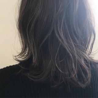 アッシュ 暗髪 外国人風 外ハネ ヘアスタイルや髪型の写真・画像