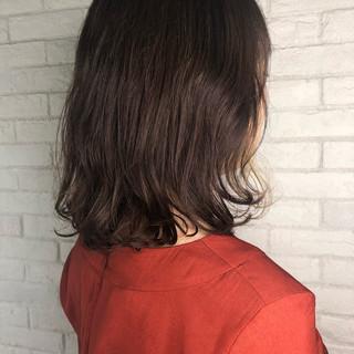 ショコラブラウン インナーカラー ミディアム 大人可愛い ヘアスタイルや髪型の写真・画像