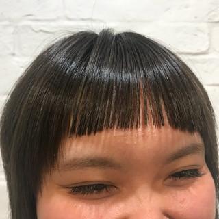 ショートバング 前髪パッツン ショート オン眉 ヘアスタイルや髪型の写真・画像