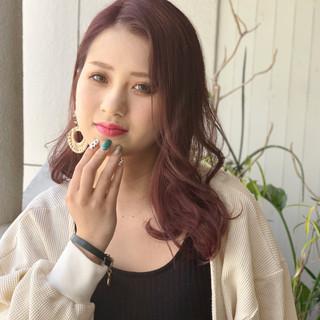 外国人風カラー デート ラベンダーピンク ラズベリーピンク ヘアスタイルや髪型の写真・画像