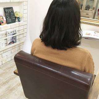 アッシュ ゆるふわ オフィス パーマ ヘアスタイルや髪型の写真・画像