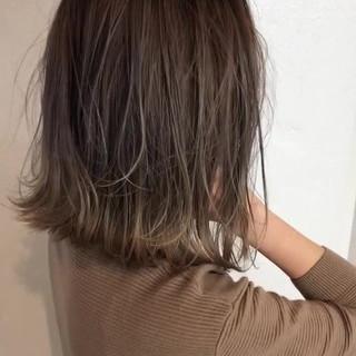 グレージュ バレイヤージュ 切りっぱなし ボブ ヘアスタイルや髪型の写真・画像