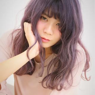 モード グラデーションカラー セミロング ベリーピンク ヘアスタイルや髪型の写真・画像