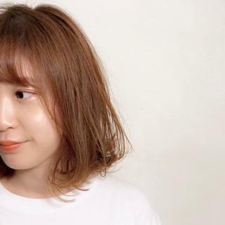 ベージュ セミウェット シースルーバング ボブ ヘアスタイルや髪型の写真・画像