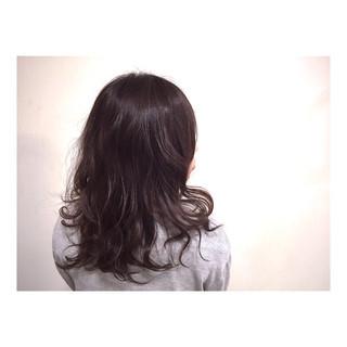 外国人風 大人かわいい セミロング 暗髪 ヘアスタイルや髪型の写真・画像
