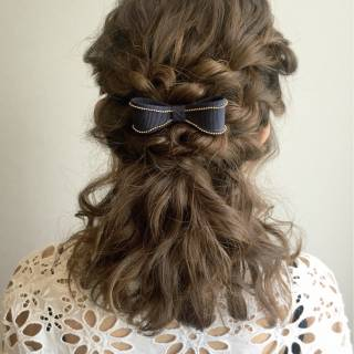 ヘアアレンジ ロープ編み ミディアム 波ウェーブ ヘアスタイルや髪型の写真・画像