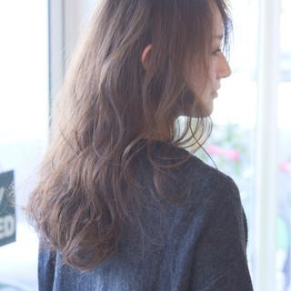 グレージュ ロング 外国人風 小顔 ヘアスタイルや髪型の写真・画像