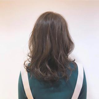 セミロング ゆるウェーブ ゆるふわセット ナチュラル ヘアスタイルや髪型の写真・画像 ヘアスタイルや髪型の写真・画像