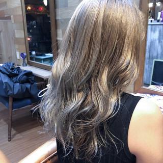 ウェーブ ロング ダブルカラー ヘアアレンジ ヘアスタイルや髪型の写真・画像