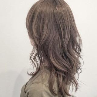 セミロング 外国人風 ハイトーン ナチュラル ヘアスタイルや髪型の写真・画像