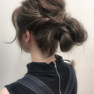 ゆるふわ ヘアアレンジ 波ウェーブ メッシーバン ヘアスタイルや髪型の写真・画像