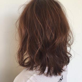 ミディアム 巻き髪 ゆるふわ 外ハネ ヘアスタイルや髪型の写真・画像