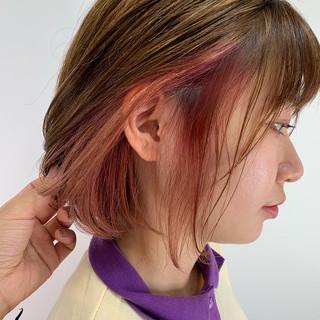 ミディアム 切りっぱなしボブ ミニボブ インナーカラー ヘアスタイルや髪型の写真・画像