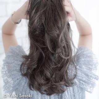 大人かわいい アッシュベージュ アッシュグレージュ 外国人風 ヘアスタイルや髪型の写真・画像