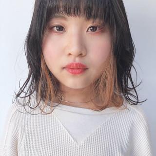 ミディアム インナーカラー アウトドア インナーカラーグレージュ ヘアスタイルや髪型の写真・画像 ヘアスタイルや髪型の写真・画像