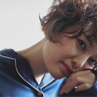 マッシュ パーマ ガーリー ウルフカット ヘアスタイルや髪型の写真・画像