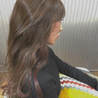 ロング パーマ ナチュラル インナーカラー ヘアスタイルや髪型の写真・画像