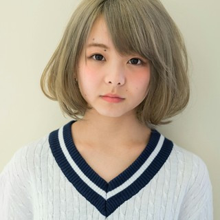 ダブルカラー アッシュ ハイトーン アッシュベージュ ヘアスタイルや髪型の写真・画像