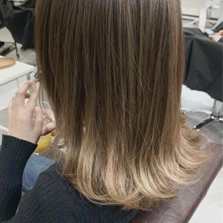 グラデーションカラー ベージュ ナチュラルグラデーション ミディアム ヘアスタイルや髪型の写真・画像
