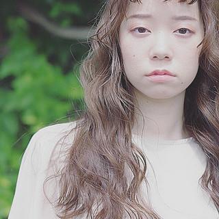 ナチュラル可愛い ロング ミルクティーベージュ ハイトーンカラー ヘアスタイルや髪型の写真・画像