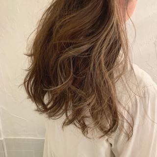 グレージュ ロング 外国人風カラー グラデーションカラー ヘアスタイルや髪型の写真・画像