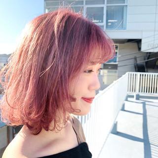 暖色 ミディアム 簡単スタイリング ベリーピンク ヘアスタイルや髪型の写真・画像