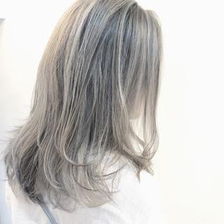 グラデーションカラー バレイヤージュ ミディアム グレージュ ヘアスタイルや髪型の写真・画像