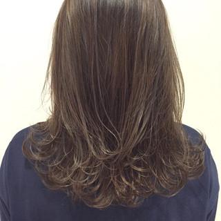 外国人風 ウェットヘア グレージュ ハイライト ヘアスタイルや髪型の写真・画像