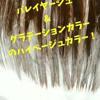 秋 アッシュベージュ ブリーチ ミディアム ヘアスタイルや髪型の写真・画像