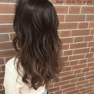 ロング ハイライト パーマ アッシュ ヘアスタイルや髪型の写真・画像