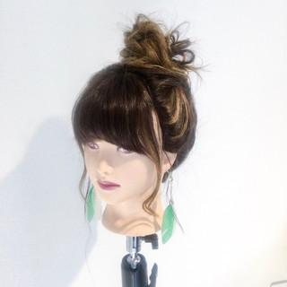 ロング リラックス 簡単ヘアアレンジ ナチュラル ヘアスタイルや髪型の写真・画像
