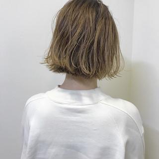 外ハネ 切りっぱなし ハイライト ボブ ヘアスタイルや髪型の写真・画像