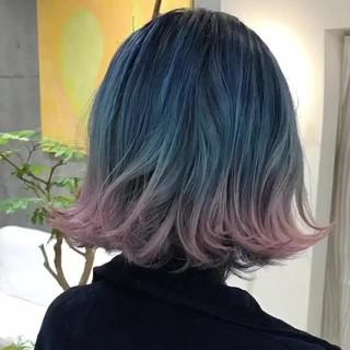 個性的 ブルー ボブ ストリート ヘアスタイルや髪型の写真・画像
