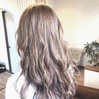 ラベンダーアッシュ ミルクティーベージュ フェミニン ラベンダー ヘアスタイルや髪型の写真・画像