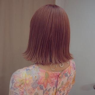 切りっぱなし ピンク イルミナカラー ボブ ヘアスタイルや髪型の写真・画像