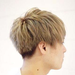 ハイトーン メンズ ボーイッシュ アッシュベージュ ヘアスタイルや髪型の写真・画像