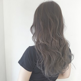 グレージュ グラデーションカラー 透明感 ロング ヘアスタイルや髪型の写真・画像