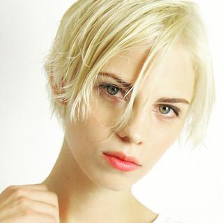 大人かわいい パーマ ナチュラル レイヤーカット ヘアスタイルや髪型の写真・画像