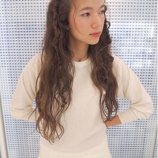 ヘアアレンジ ロング ハイライト くせ毛風 ヘアスタイルや髪型の写真・画像
