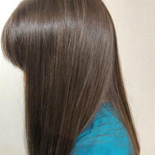 ロング アッシュグレー ナチュラル グレージュ ヘアスタイルや髪型の写真・画像