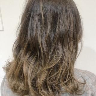 外国人風 セミロング フェミニン ハイライト ヘアスタイルや髪型の写真・画像