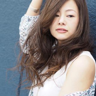 大人女子 セミロング ゆるふわ 外国人風カラー ヘアスタイルや髪型の写真・画像