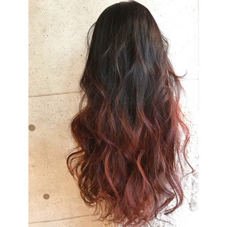 ロング ストリート レッド ピンク ヘアスタイルや髪型の写真・画像