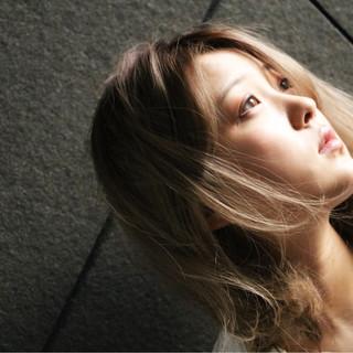 フェミニン ヘアアレンジ エレガント 内巻き ヘアスタイルや髪型の写真・画像
