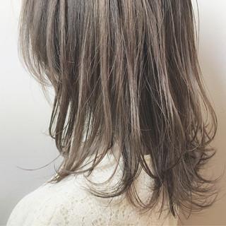 ミディアム 外国人風 ハイトーン イルミナカラー ヘアスタイルや髪型の写真・画像