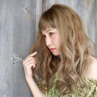 リラックス ウェーブ ハイトーン フェミニン ヘアスタイルや髪型の写真・画像 ヘアスタイルや髪型の写真・画像