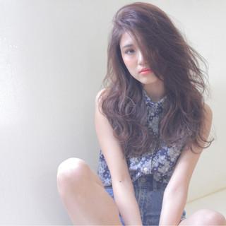 暗髪 大人かわいい 外国人風 ストリート ヘアスタイルや髪型の写真・画像