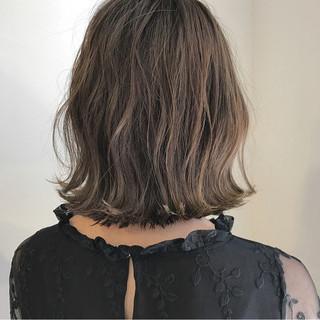 ハイライト 透明感 外ハネ ナチュラル ヘアスタイルや髪型の写真・画像